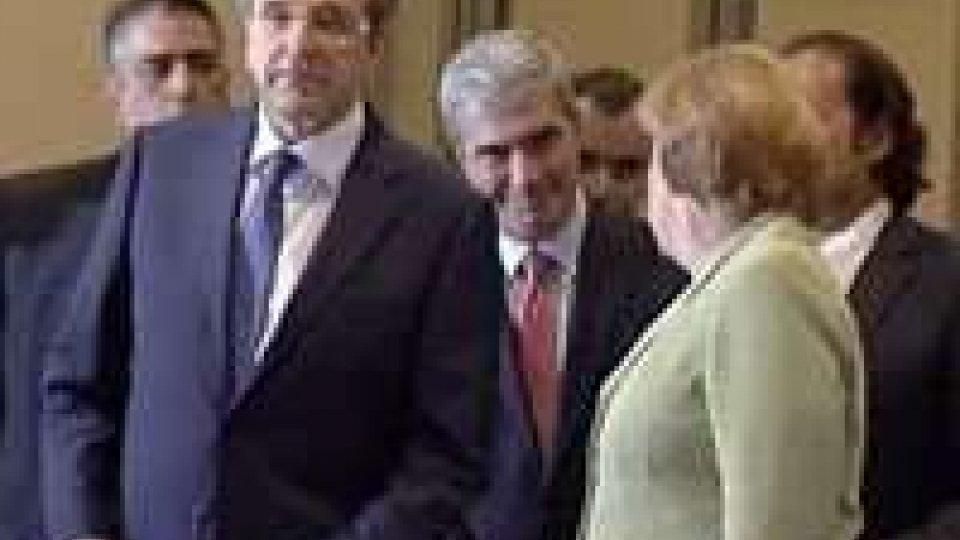 Atene, valutazioni contrastanti nel dopo-Merkel. Il 18 ottobre proclamato lo sciopero