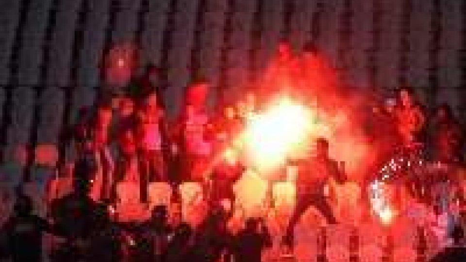 Egitto: battaglia tra ultrà e polizia al Cairo