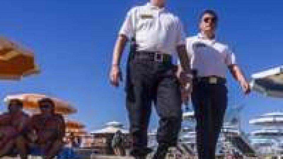Vigilantes in spiaggia: qualche ambulante sfugge ai controlli