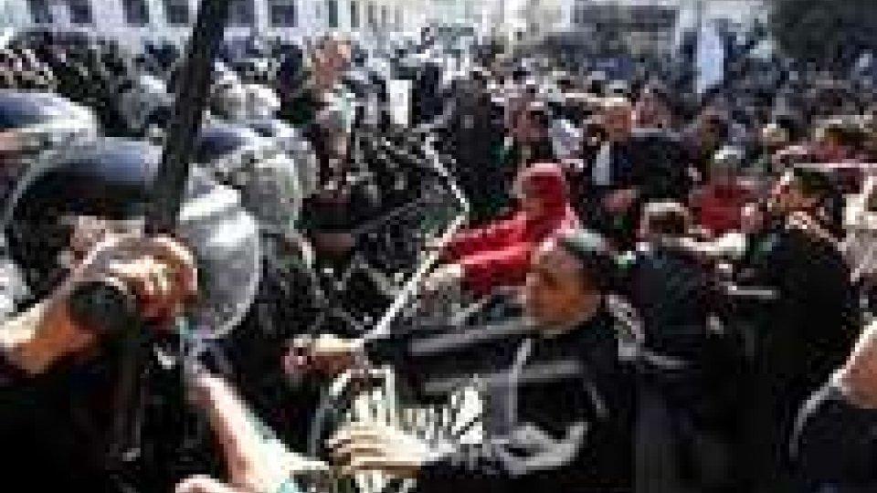 Tunisia: nel caos dopo uccisione leader opposizione
