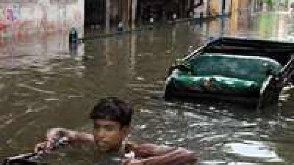 India: 7 morti e 19 dispersi nelle inondazioni