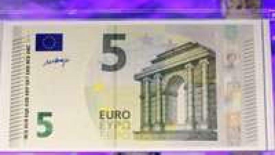 Le nuove 5 euro non sono lette dai distributori automatici