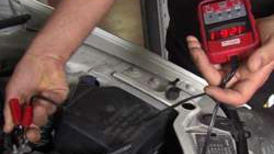 Check up della batteriaBatterie delle auto. Il caldo può danneggiarle?