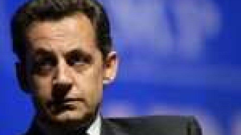 Nicolas Sarkozy si ricandida all'Eliseo