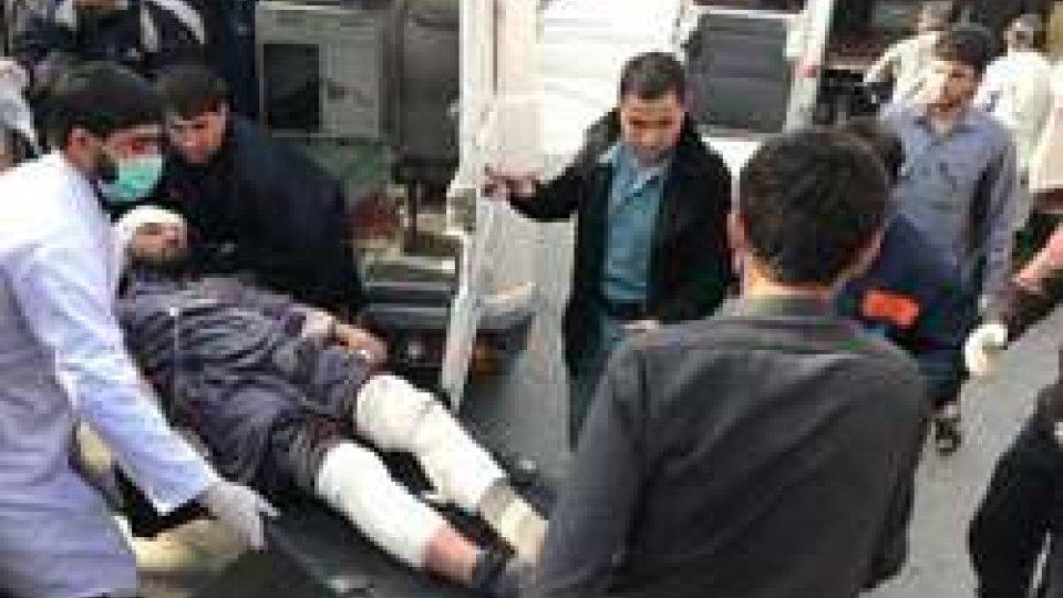 Attacco a Kabul: 95 morti e 163 feriti in attacco kamikaze