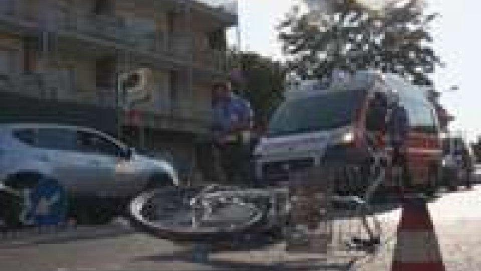 Rimini: incidente moto-bicicletta, 85enne molto grave