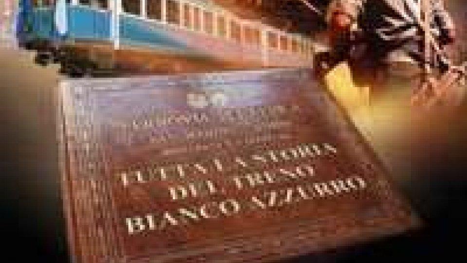 Ancora il TRENO; BIANCO E AZZURRO a futura memoriaAncora il TRENO; BIANCO E AZZURRO a futura memoria