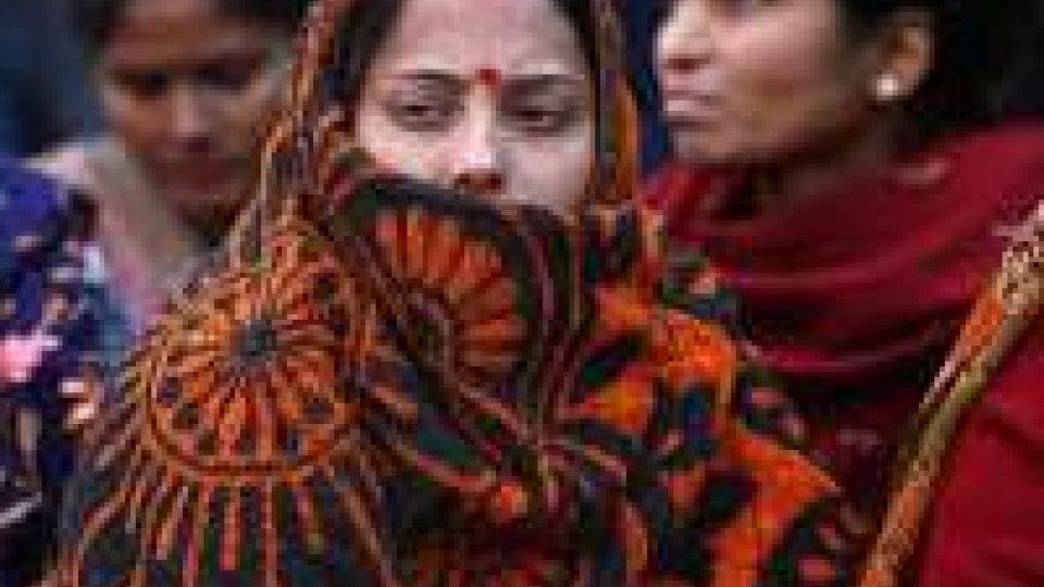 India: ragazza stuprata poi aggredita per tagliarle le lingua