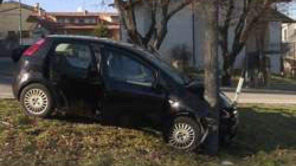 la Punto incidentataFurbetti delle assicurazioni: sospetti sull'incidente in via dei Boschetti