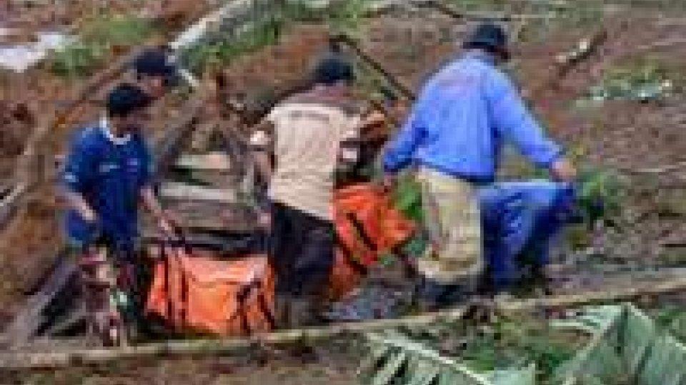 Indonesia: frana sull'isola di Giava, morti e dispersi