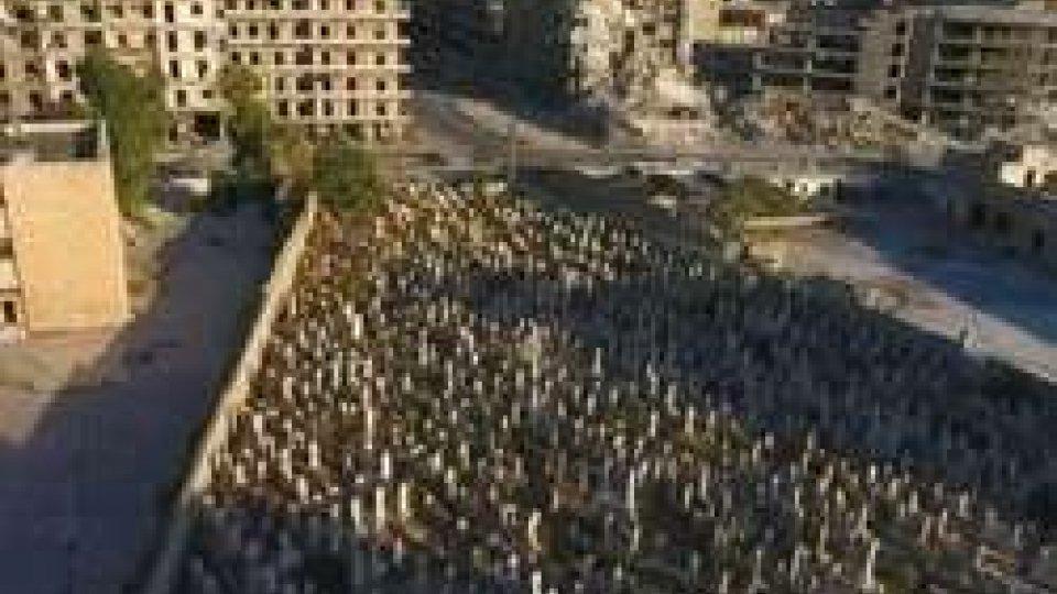 La Siria devastata dalla guerraSiria: Governativi avanzano nella città vecchia di Aleppo
