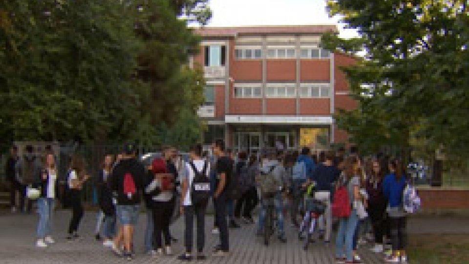 """Scuola RiminiAdolescenti """"eremiti sociali"""": 32 gli alunni della provincia di Rimini che non frequentano la scuola"""