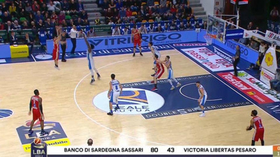 Sassari - Pesaro 114-73VL Pesaro, ecco un altro centello: Sassari vince 114-73