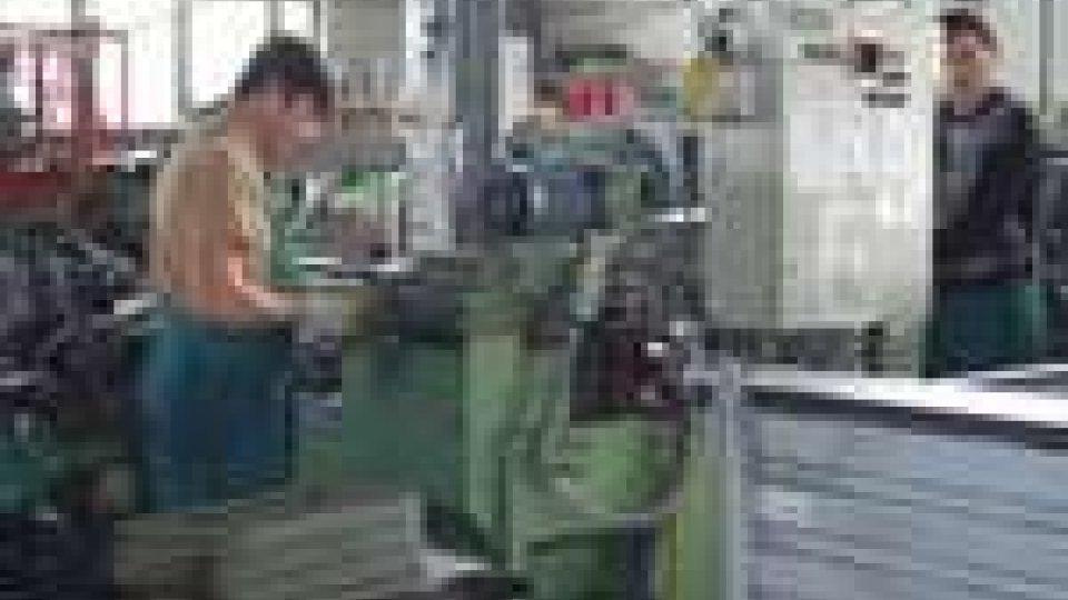 Operai al lavoroDiminuisce l'occupazione in Italia: -0,9%