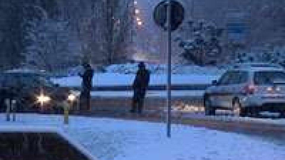 Neve: strada chiusa dalla rotatoria di Serravalle