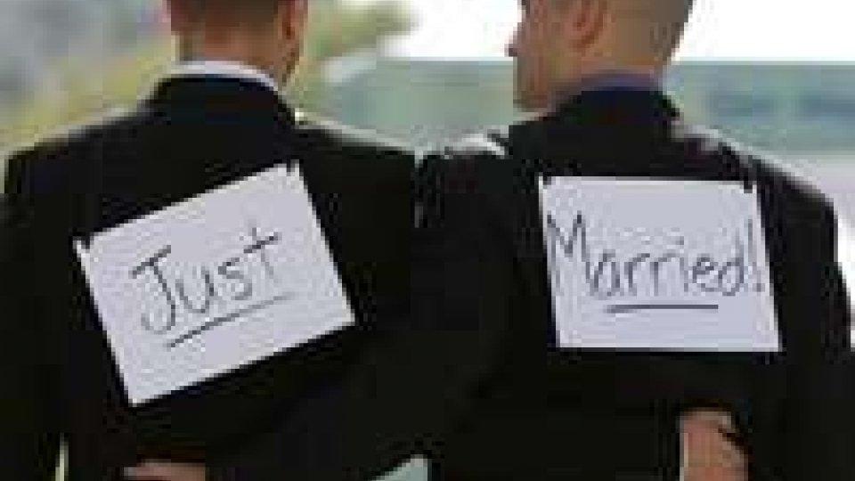 Nozze gay: progetto di legge varato in Francia