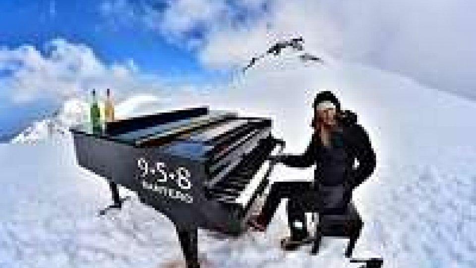 Pianista suona a 4.460 metri, è record