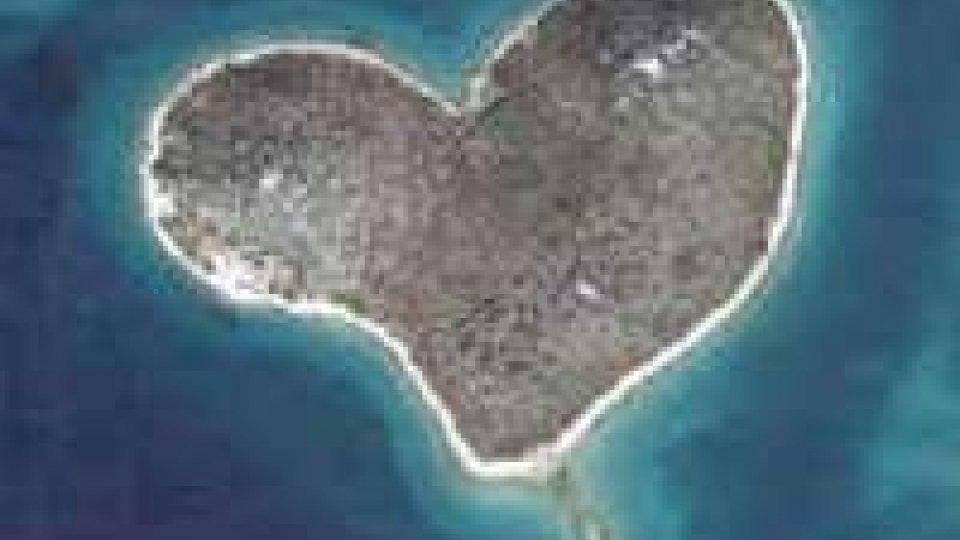 Angelina Jolie regala un'isola a forma di cuore a Brad Pitt