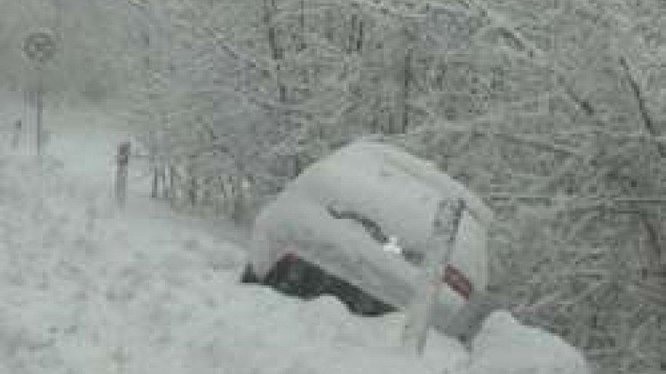 strada Terza GualdariaMaltempo: oltre 20 centimetri di neve sul Titano