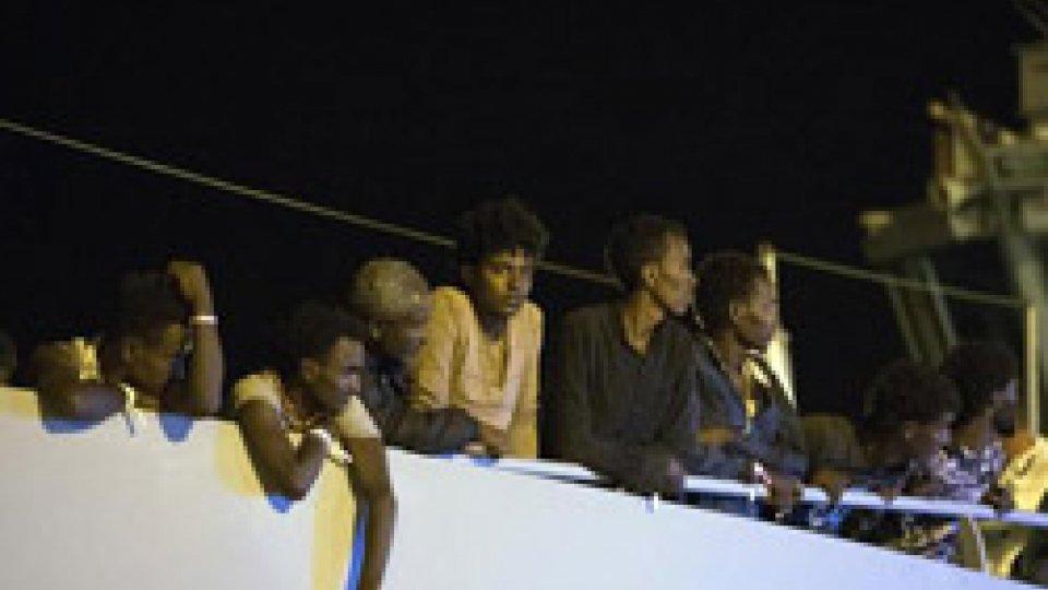 La nave soccorsa con a bordo i tunisini @ansa