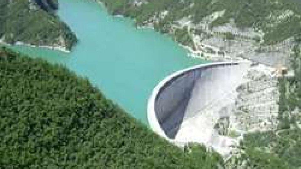 La diga di RidracoliPersi nei boschi di Ridracoli, ritrovati dall'elicottero: disavventura per due giovani di San Marino