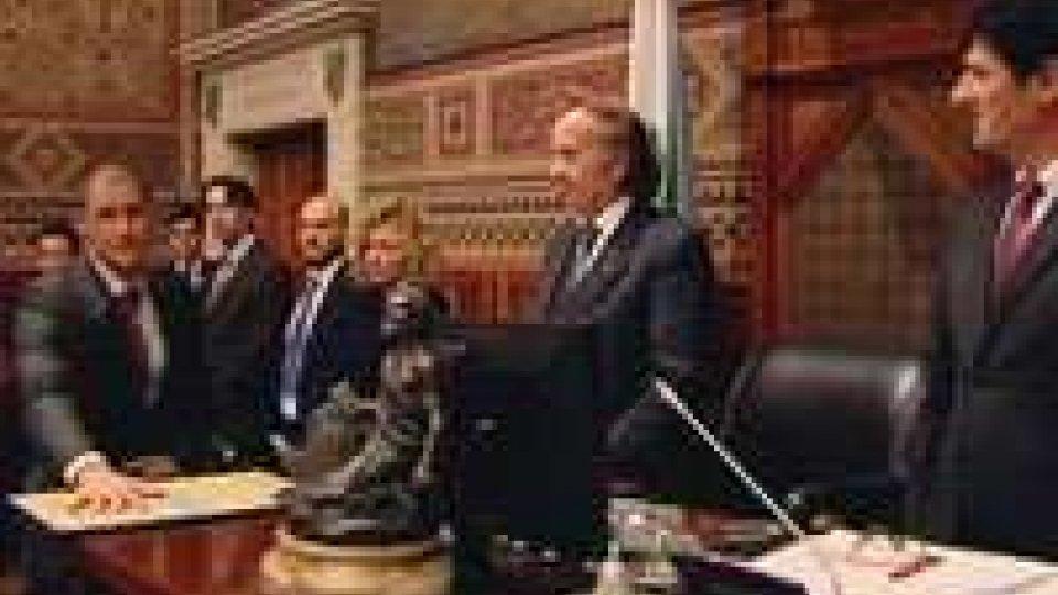 il giuramento di GiancecchiConsiglio: Giancecchi giura poi tocca al bilancio