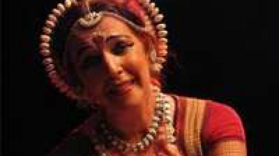 India: danzatrice percossa, tempio Orissa chiude a stranieri