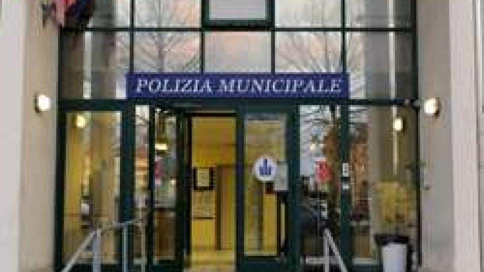 Rimini, agenti arrestati: uno picchiò donna con bambini