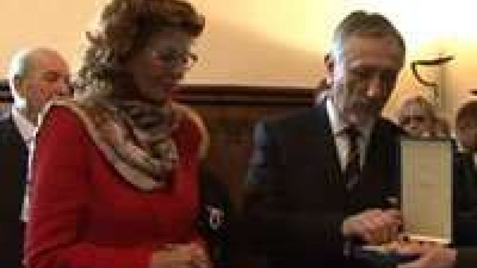 Sofia Loren ricevuta dai Capitani ReggentiSofia Loren ricevuta dai Capitani Reggenti