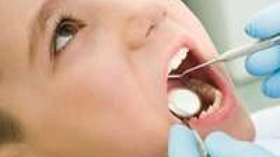 Crisi: una famiglia su tre non porta i figli dal dentista