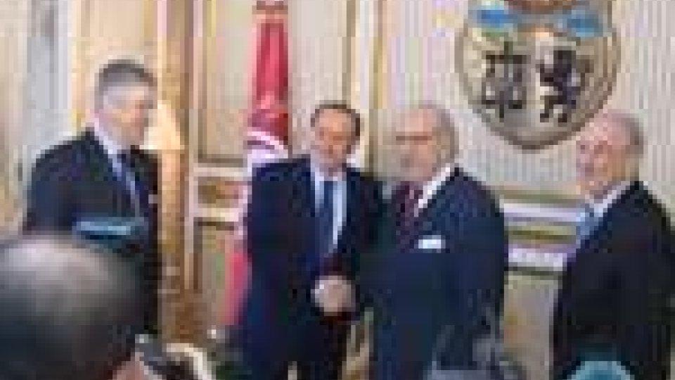 Immigrazione: missione di Berlusconi a Tunis