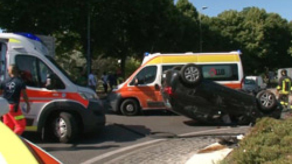 IncidenteRimini: si ribalta auto con 5 persone a bordo, gravi conducente e una donna