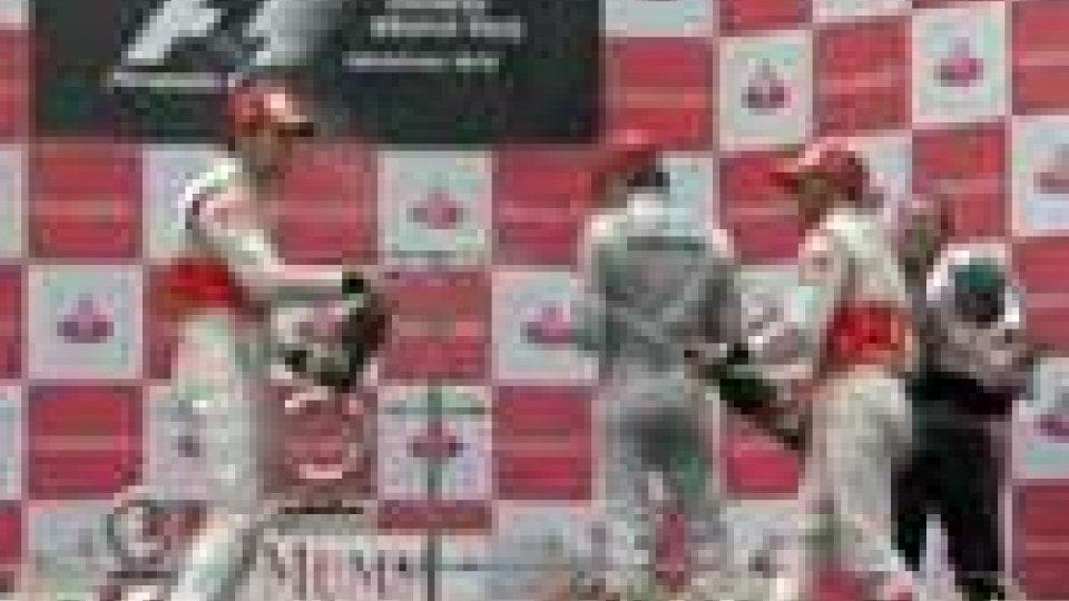 Gp della Cina: Button si impone su Hamilton. Alonso quarto dietro Rosberg