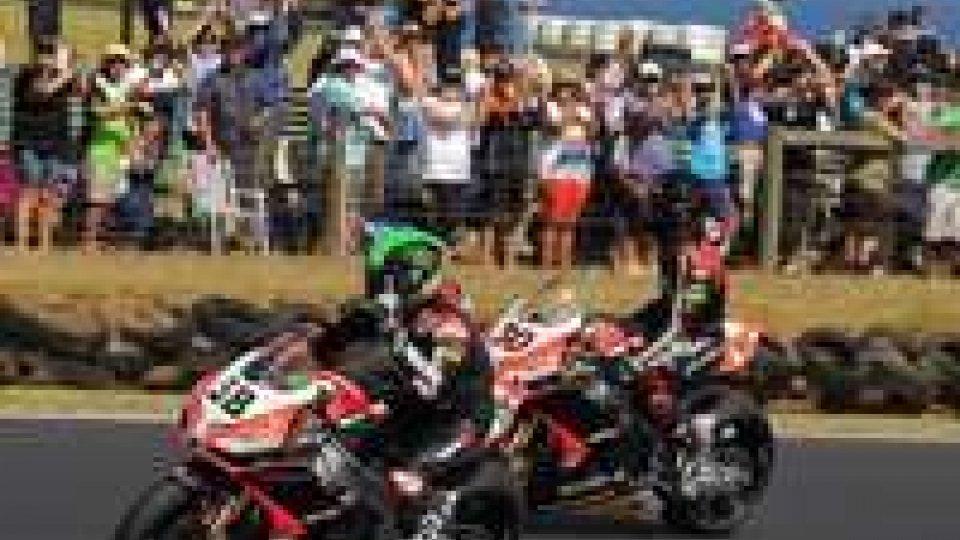 Superbike, in Australia doppietta Aprilia con Guintoli e Laverty