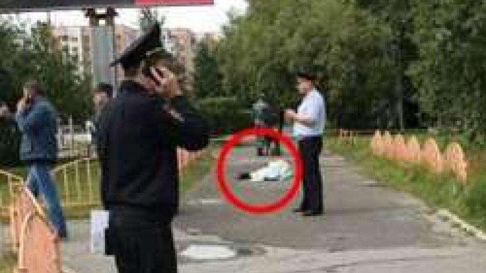 Russia: attacca passanti con coltello, ucciso dalla polizia (foto @emergenza24)
