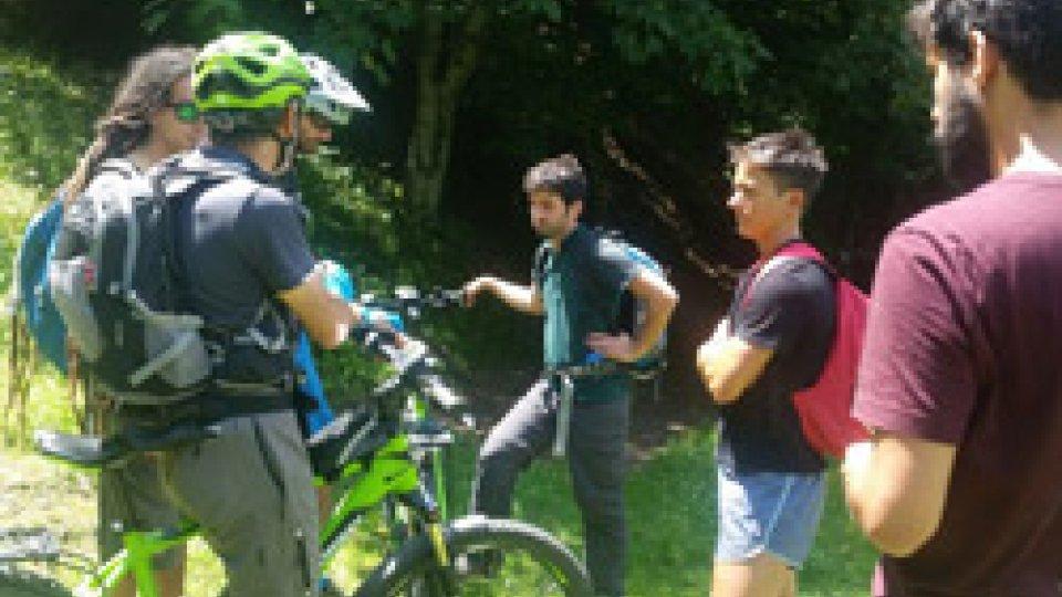Triathlon escursionistico per tutti a Ridracoli, tra canoa, trekking e e-bike