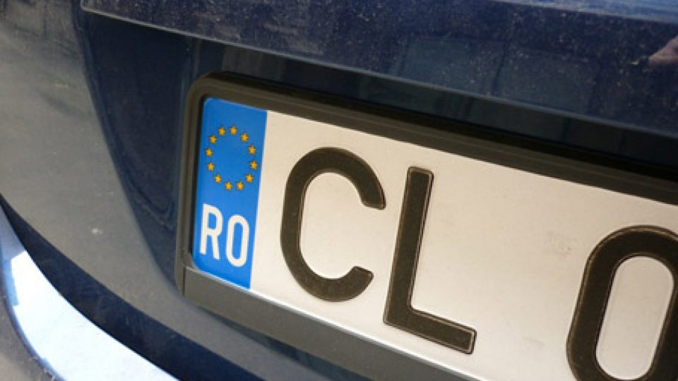 Rimini: circola su un'auto con targa straniera, la Municipale sequestra il veicolo
