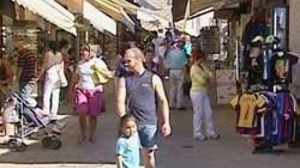 Negozi in centro storicoViolazioni al piano particolareggiato: sanzionate le attività del centro storico