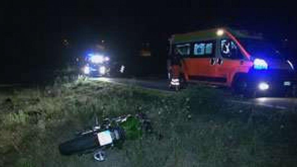 Moto finisce fuori strada a Sant'Aquilina: due feriti