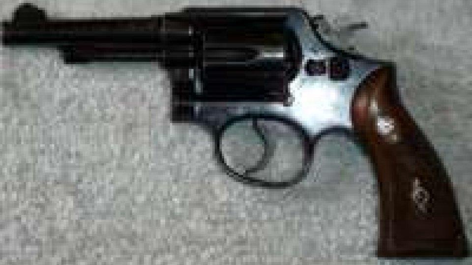 Carabinieri di Novafeltria: 88enne minaccia di morte con una pistola, denunciato