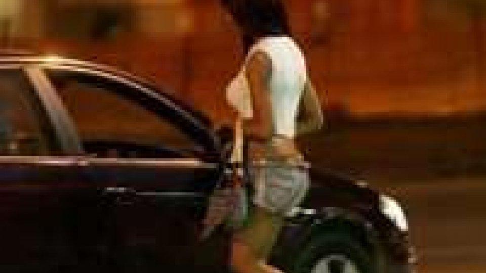Rimini: prostituzione davanti all'ufficio immigrazione.