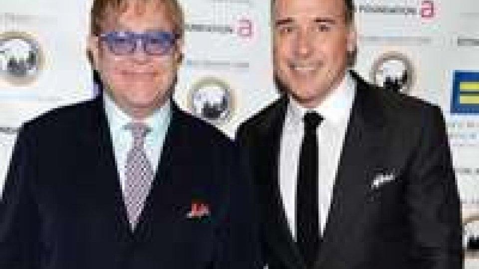 Gay: Elton John sposerà il suo compagno David Furnish