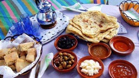 Marocco - Il pane tipico marocchino è tondo e piatto e viene servito per la colazione con dei pancake a base di semolino chiamati Baghir, con chutney, marmellata, formaggio e burro