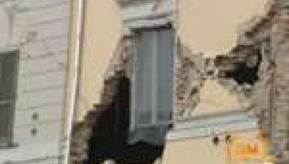 """Terremoto nel Modenese: almeno 7 morti. Monti: """"Stato d'emergenza"""". Lunedì scuole aperte"""