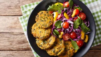 Medaglioni di verza con insalata colorata