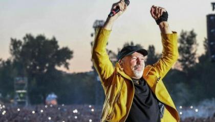 """""""Vasco spacca tutto al tour"""", l'augurio della fan di 98 anni"""