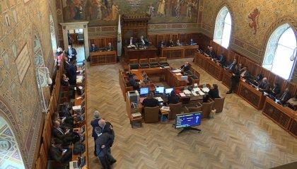 """Consiglio: nuovo attacco a Renzi su Europa e politica estera. Per RF  """"picconate strumentali"""""""