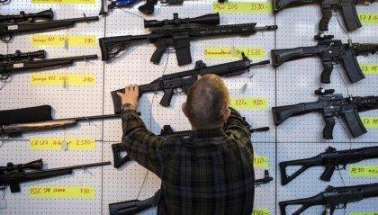 Svizzera: passa il referendum sull'inasprimento della normativa sul possesso di armi
