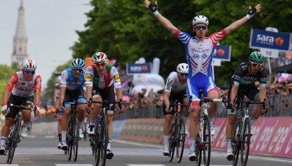 Giro d'Italia: a Modena vince Demare su Viviani. Conti sempre in rosa