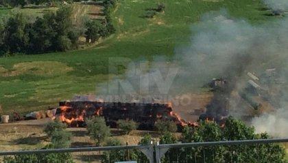 Incendio alla Ciarulla: balle di fieno a fuoco, ma nessun pericolo per la popolazione